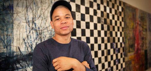 Oscar Murillo: El artista colombiano que pasó de limpiar oficinas a vender obras a 400.000 dólares