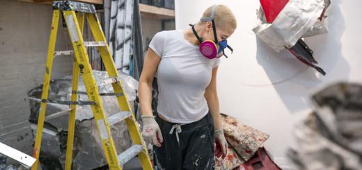 Kennedy Yanko: La artista americana que ensambla, retuerce suelda y pinta el movimiento
